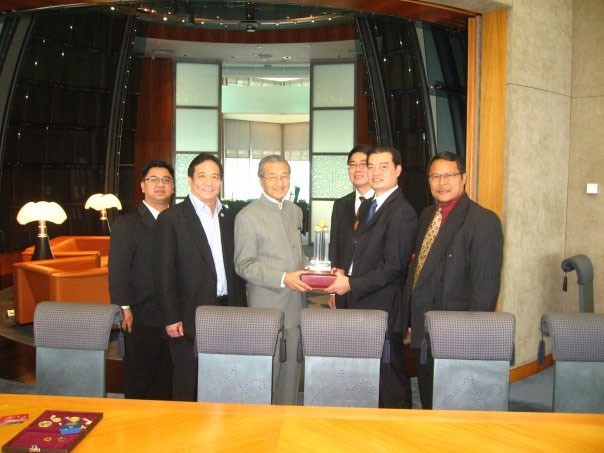 http://www.publicgold.com.my/v1/meeting-with-tun-dr-mahathir-3.jpg